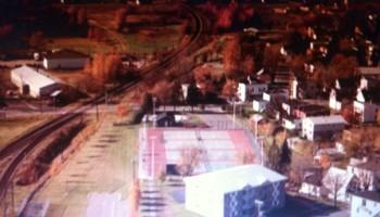 En 1980, on peut voir en haut à gauche, la Penn Ventilator et le garage municipal, qui n'existe plus en 2013.