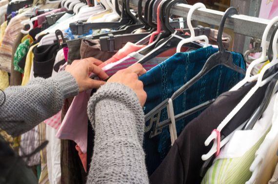 Vente de vêtements et accessoires usagés