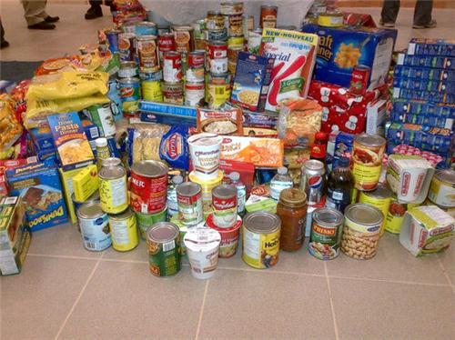 Collecte de nourriture pour le Centre d'Action Bénévole de Farnham